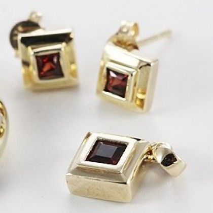 Garnet Pendant and Earring Set 9ct Solid Gold