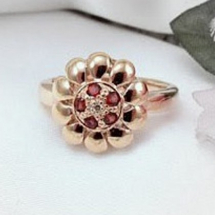 9ct Gold Garnet and Diamond Floral Ring