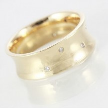 Loading image - 9ct Yellow Gold Diamond Ring Band